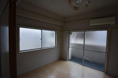 2面採光の明るい寝室です。
