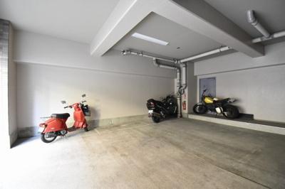 敷地内バイク置場