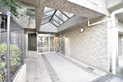京急本線「黄金町」駅徒歩2分、横浜市営地下鉄ブルーライン「阪東橋」駅徒歩4分。 通勤時間の短縮でご家族と過ごす時間を増やす事が出来ます。