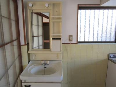 キッチン横洗面台