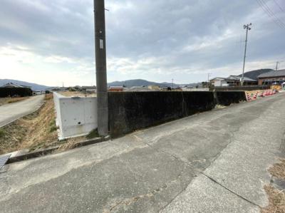 【前面道路含む現地写真】【売地】日高中学校区・56602