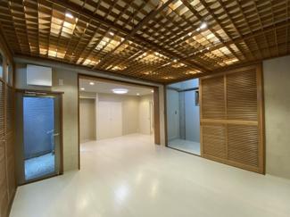 2021年8月23日撮影 白い床が明るく清潔感溢れた空間をつくりだしています。