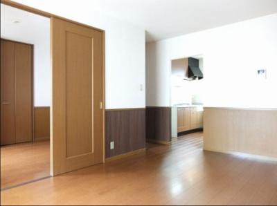カウンターキッチン付きのお部屋 ネット無料。