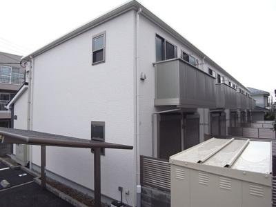 2階はバルコニー、1階は専用庭付き