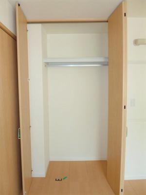 玄関側・洋室6.2帖のお部屋にあるクローゼットです♪クローゼットが2ヶ所あるのが便利ですよね!