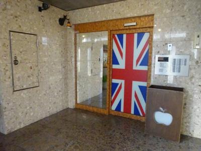 エントランス内部です。英国調です