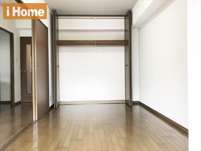 洋室6.8帖 たっぷり収納可能な収納スペースです♪