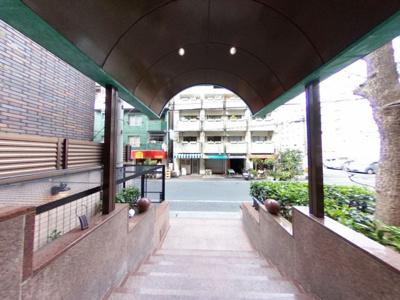 【エントランス】日本橋駅徒歩3分のホテルライクな賃貸マンション