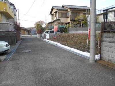 【前面道路含む現地写真】本村町 土地