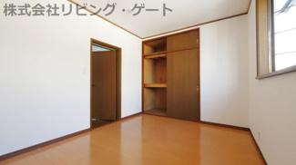 2階北側洋室約5帖 収納付き