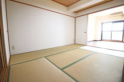 和室6帖と洋室6.7帖を12.7帖の広々としたお部屋として利用することも出来ますね。