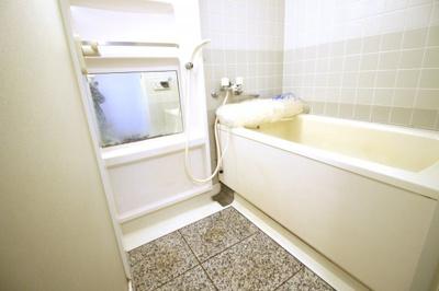 追炊き機能付きのお風呂で、ご家族の入浴時間がバラバラでもいつでも暖かい湯船につかれます。