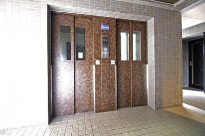 エレベーターが2基あるので忙しい朝などは、順番待ちが緩和されて助かります。