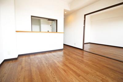 京阪・JR『木幡駅』徒歩10分以内が最寄りの2WAYアクセス!便利なマンションです。南向きで5階部分なので陽当りや通風は良好\(^^)/快適な暮らしです。
