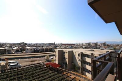 5階部分なので眺望も良好です。遠くまで見渡せて開放的です。