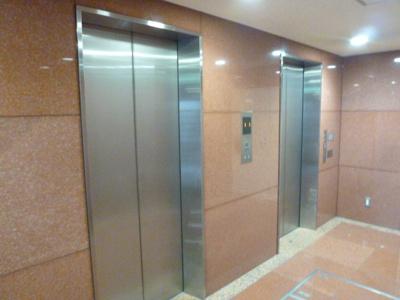エレベーターが2基あります
