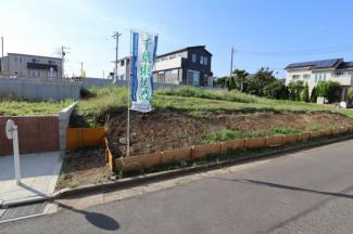 広々とした敷地で日当たり良好。駅にも近く通勤通学に便利な立地。