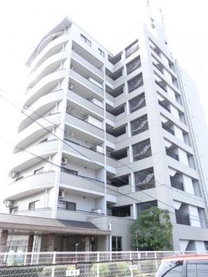 大きすぎず、小さすぎず、程よい総戸数17戸のマンションです!現地(2020年4月8日9:00頃)撮影