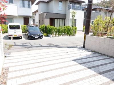 駐車も普通車が2台停められます!