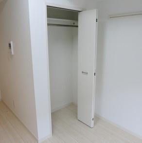 ちょっとした収納スペースも充実しています(同物件別部屋の写真)