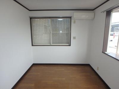 新田 アスリートB 2DK 洋室