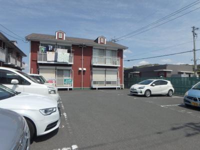 新田 アスリートB 2DK 駐車場
