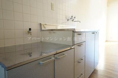 【キッチン】ウッディパレス服部1