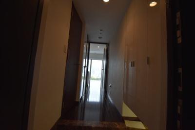 高級感ある玄関スペースです。
