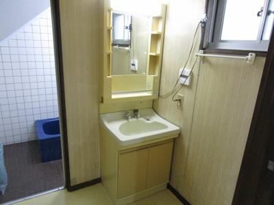 洗面室があります。