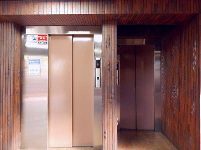 エレベーターが2基あり便利です!