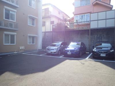 いつでも目の届く敷地内に駐車場があります♪