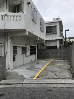 【駐車場】知念アパート