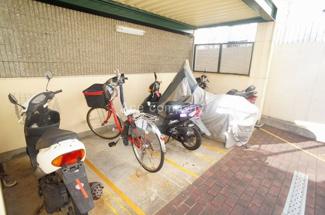 「バイク置場」【2020年4月21日時点、1台空きあり。駐車料金:月額800円】