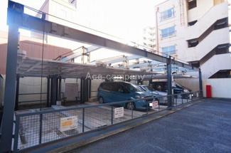 現況、敷地内駐車場空きあります♪【2020年4月21日時点、5台空きあり。駐車料金:月額17000~18000円】