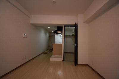 こちらのお部屋 ウォークインクローゼットがございます。