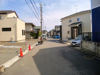 前面道路は6mと4mの公道です。