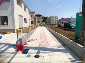 駐車スペースです。敷地は1号棟が44.8坪2号棟は51坪と広くカースペース2台から3台可能です。