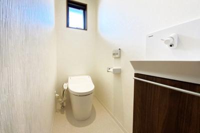 トイレは1階と2階の2ヶ所にあり、わざわざ違う階まで行かなくてもいいので助かりますね。
