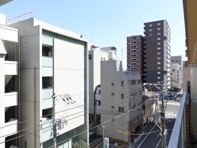バルコニーから本川町電停方面の景色