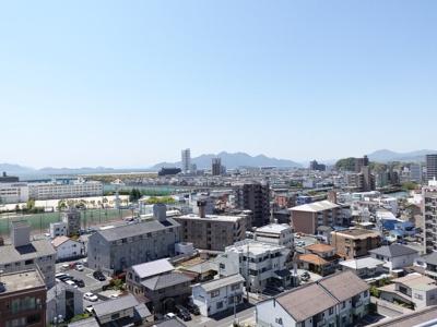 瀬戸内の島々まで望める景観です!早く宮島花火大会を観てみたいですね!