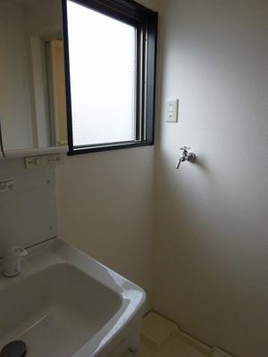 洗面所にも窓があり明るいです