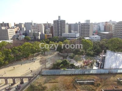 バルコニーからの眺めです。江坂公園が見えます。