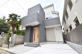 閑静な住宅街に南道路の陽当たりの良い新邸。