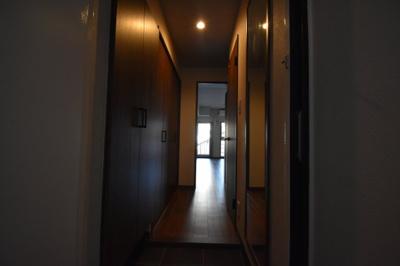 それではお部屋をご案内致します。
