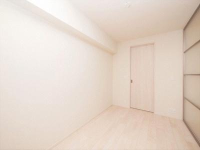 明るい色調の室内です