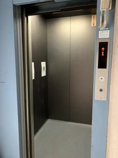 新しいエレベーター付いてます。