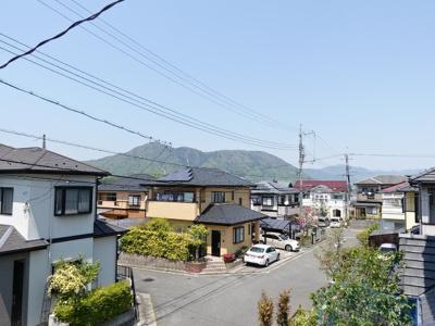 八木の山並みを見通す眺望の良さ!閑静な住宅街でのんびり過ごせます!