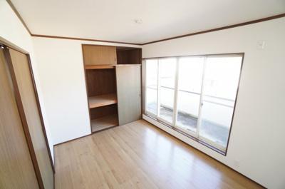 2F主寝室です。バルコニーに接しているので陽ざしもたっぷりですね!