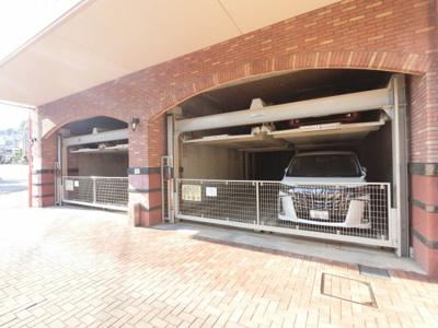 機械式駐車場です。 お車をお持ちの方も安心です。