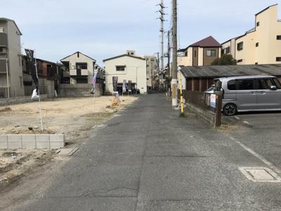 現地写真です。 前道が4.5mありますので、駐車も楽々ですね♪
